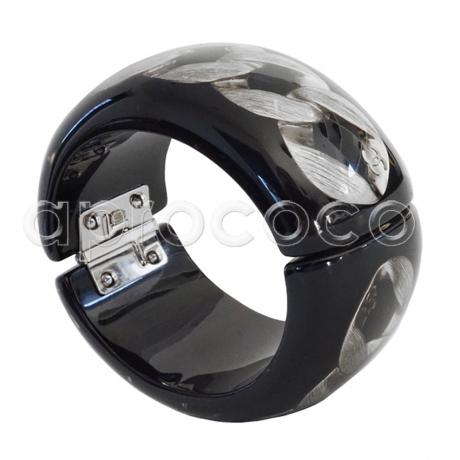 aprococo chanel wuchtiger armreif armband mit einer scheinbar eingefrorener kette. Black Bedroom Furniture Sets. Home Design Ideas