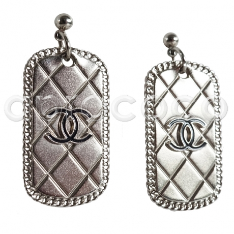 CHANEL Matelasse DOGTAG Ohrringe mit CC Logo silber-farb.