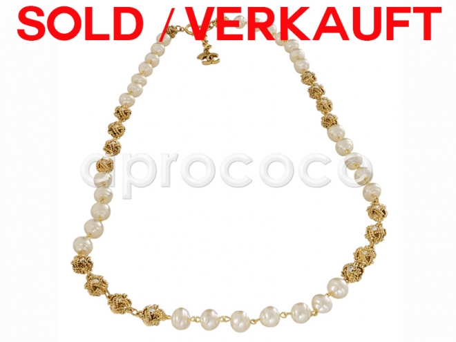 aprococo vintage chanel perlenkette kette mit swarovski knoten perlen cc logo. Black Bedroom Furniture Sets. Home Design Ideas